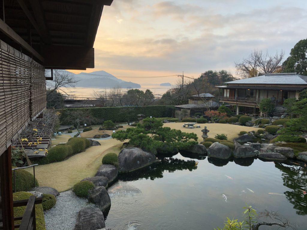 游僊から見た石亭の庭